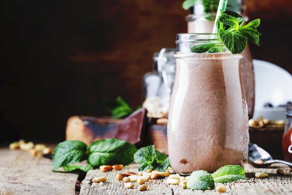 Rezept-Schoko-Shake-Der-Besser-Als-Slim-Fast-Drink-Grüner-Schokoladen-Smoohie-Rohtopia