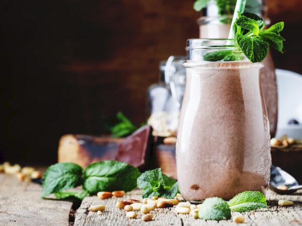 Recipe-DIY-Meal-Replacement-Shake-Better-Than-Slimfast-Shake-Green-Chocolate-Smoothie-raw-vegan-Rohtopia
