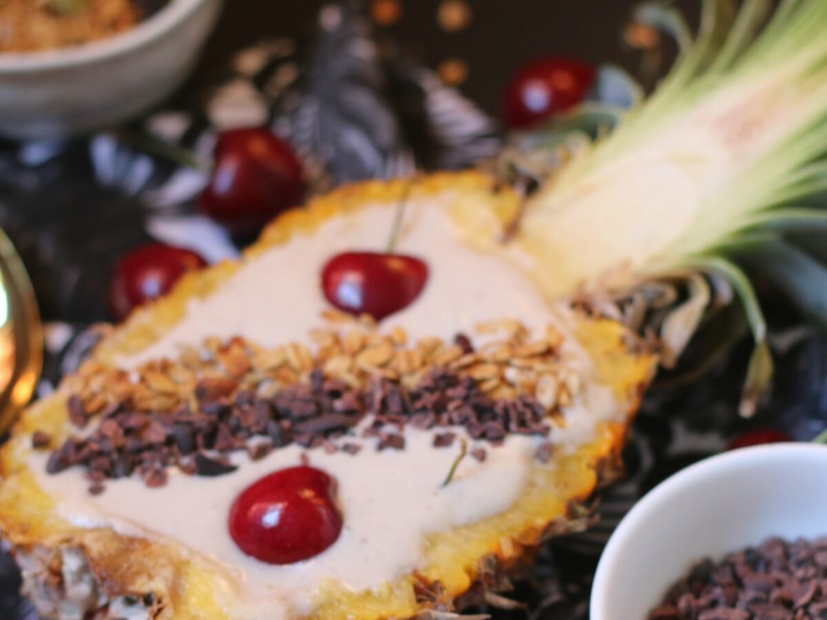 Smoothie Bowl - Pineapple Cherry Coconut Chocolate