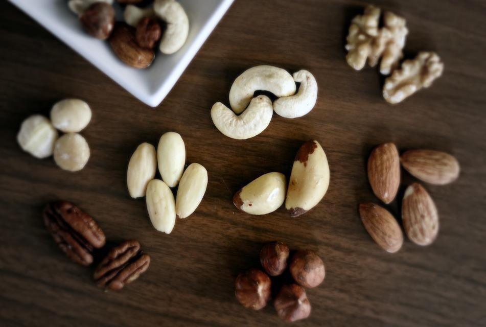 How to make raw vegan milk - ingredients nuts