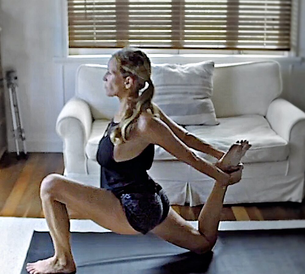 27 Minuten Yoga Stunde für ein frohes Herz - Hatha Yoga Online LisaOnYoga Rohtopia